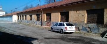 Na místě chátrajících kasárenských budov vznikne parkoviště i nové bydlení